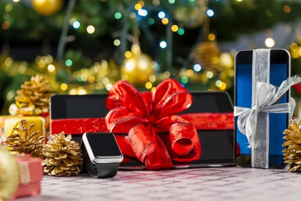 3-perfect-holiday-gifts-for-smartphone-lovers